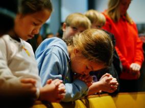 christian-children-pray