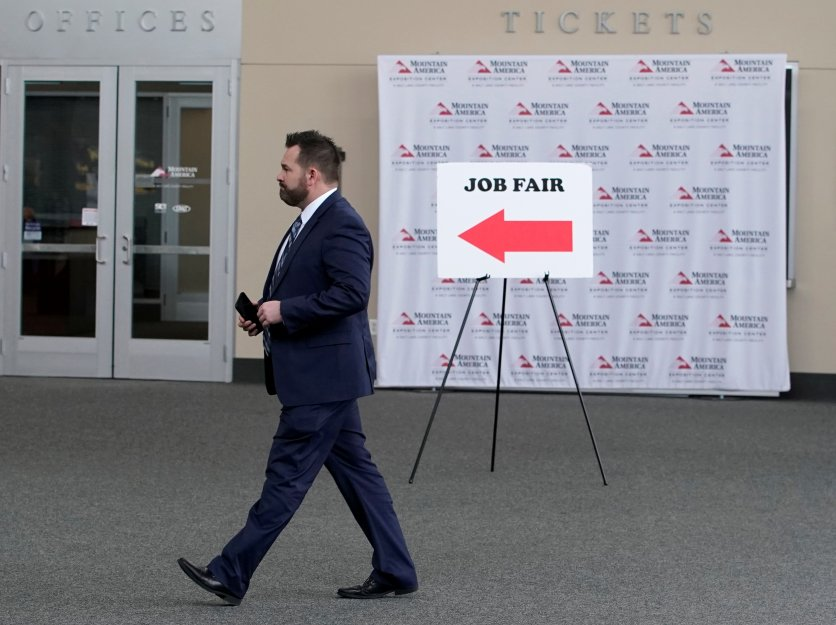 us-weekly-jobless-claims-fall-more-than-expected