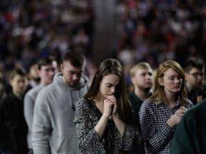 Students-praying