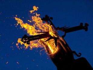 christian-cross-burns-640x480