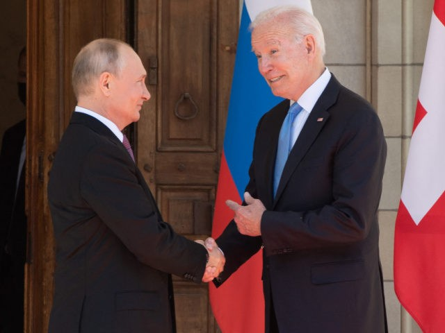 Biden-Makes-Silly-Face-While-Shaking-Hands-with-Putin